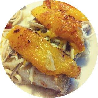 Bacalao con gulas y mango